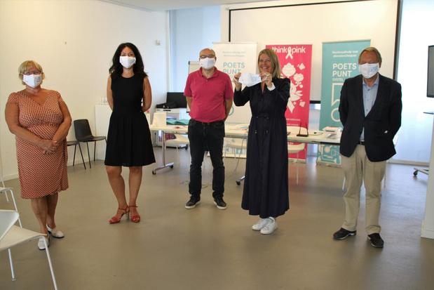 Think Pink-mondmaskers en coronapremie voor personeel Poetspunt
