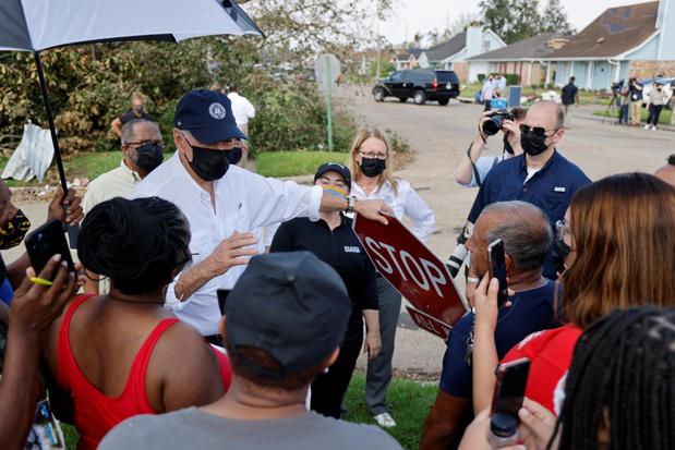Biden neemt orkaanschade op in Louisiana en belooft hulp