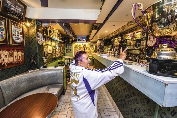 """Sport/Foot paye sa tournée pour la réouverture des cafés: """"Ceulemans vidait sa chope en deux gorgées"""""""