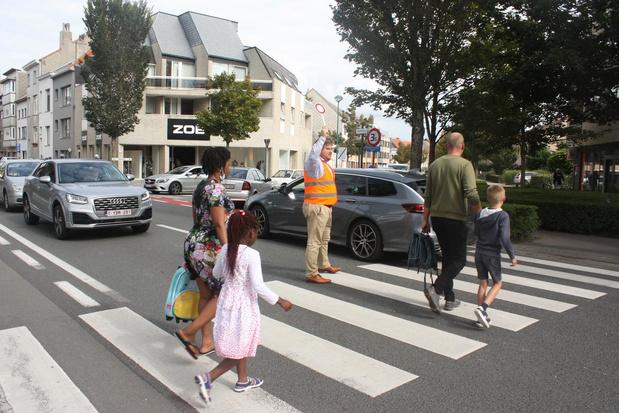 Directeur regelt zelf verkeer bij Onze-Lieve-Vrouwecollege in Oostende