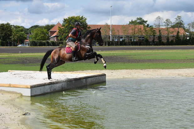 Minister Ben Weyts opent unieke waterpartij voor eventing in Waregem