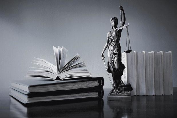 Un avocat peut plaider partout librement