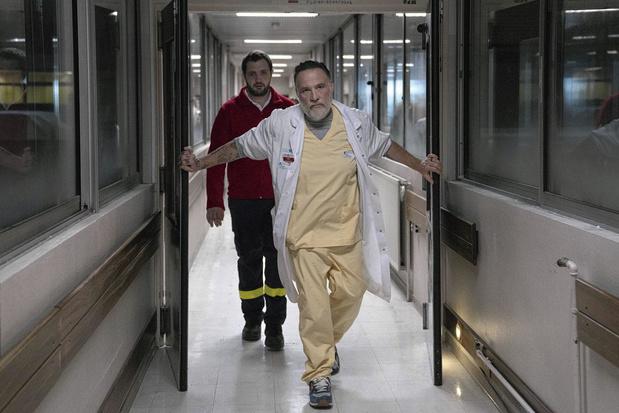"""Bouli Lanners, impressionnant chef des urgences dans Hippocrate: """"La nouvelle saison se noie dans l'actualité"""""""