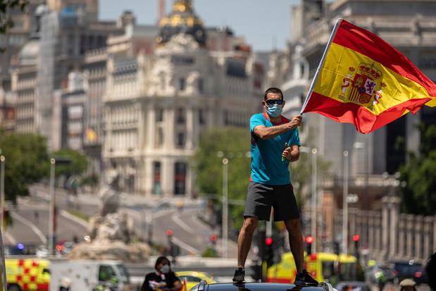 Duizenden Spanjaarden op straat tegen lockdownmaatregelen
