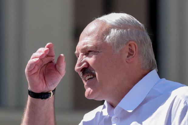 'Achter Aleksandr Loekasjenko rijst dus de schaduw op van Vladimir Poetin'