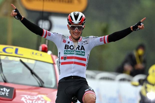 Tour: Patrick Konrad wint solo zestiende etappe in de gietende regen