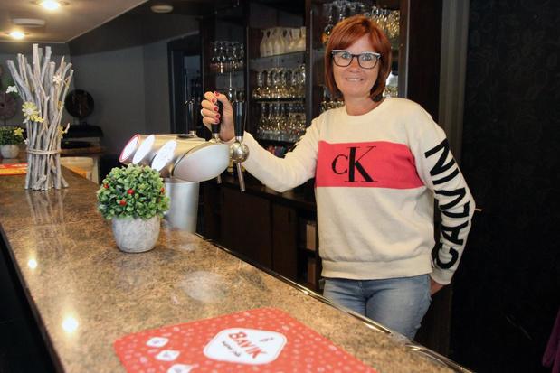 Kapster Ines Vanheuverbeke kan eindelijk haar nieuw café Au Casino openen
