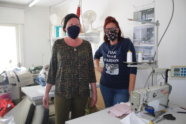 """Vrijwilligers naaien 16.000 mondmaskers voor inwoners van Zulte: """"Eerste was uitdaging"""""""