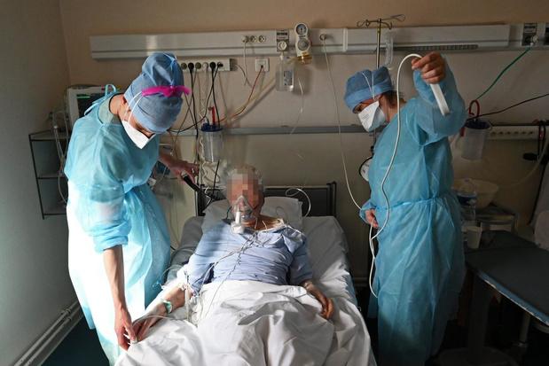 Covid-19 : moins de 450 patients aux soins intensifs, 14 morts quotidiennes