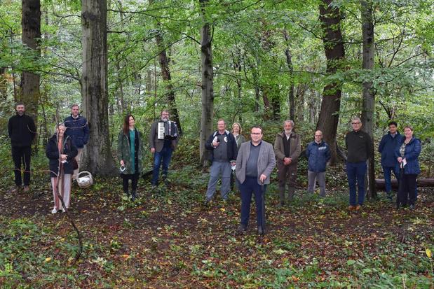 Muzikale vertelwandeling en verhaal voor onderweg 'Fietsjefatjerie' voorgesteld in De Lovie