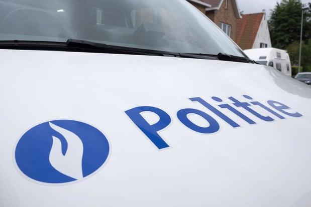 Politie vindt werfmateriaal ter waarde van 25.000 euro in auto in Heestert