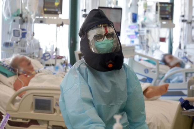 Près de 2.400 cas de Covid-19 en moyenne par jour en Belgique