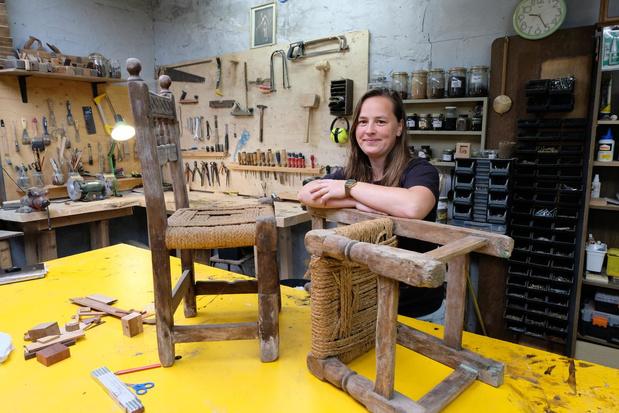 Katrijn Prosec (32) restaureert meubelen in haar atelier Maram
