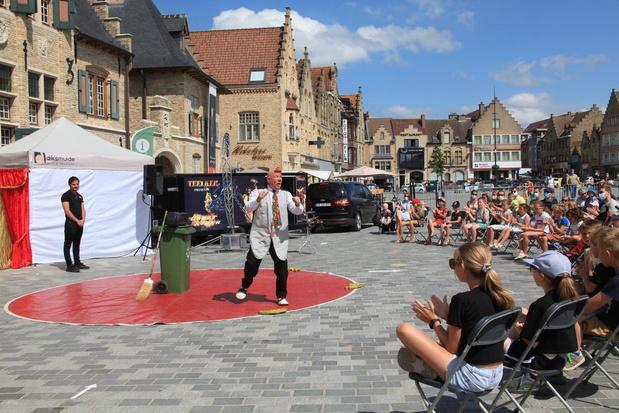 Circus zorgt voor ambiance op de Grote Markt van Diksmuide