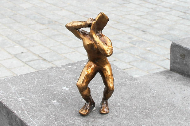 Bronzen beeldje dat gestolen werd op Kortrijkse Grote Markt is terecht