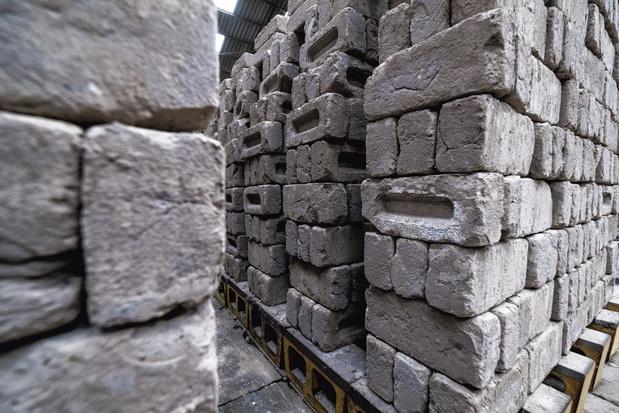 Des briques dans le ventre de la terre: en visite chez Vandersanden