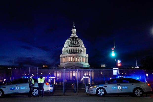 Topmedewerkers Trump nemen ontslag, of overwegen hem af te zetten