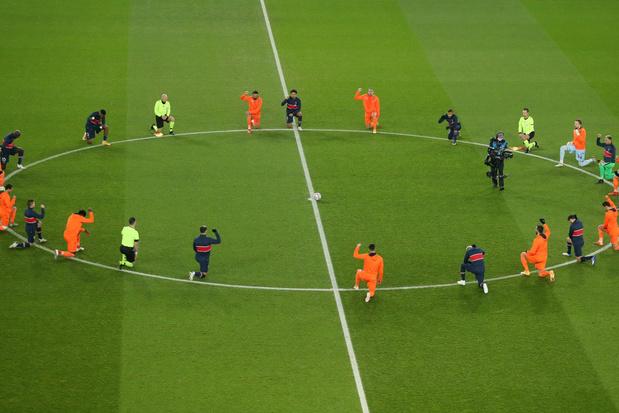 PSG - Basaksehir eindigde uiteindelijk op 5-1, maar werd vooral statement tegen racisme