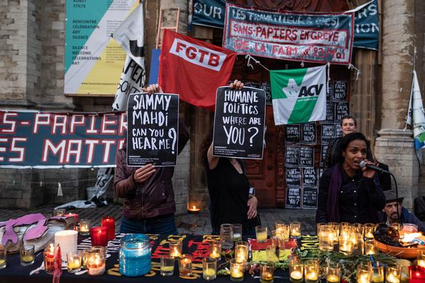 Hongerstaking mensen zonder papieren: nieuwe steunbetoging op plein voor Begijnhofkerk
