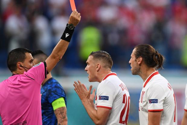 Tips voor voetbalcommentatoren: worden teams beter na een rode kaart?