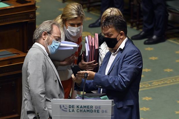 'Zwarte dag voor parlementaire democratie': N-VA blijft gekant tegen pandemiewet, maar stelt stemming niet uit