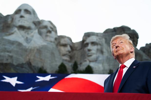 Donald Trump haalt in speech bij Mount Rushmore uit naar 'genadeloze campagne tegen onze iconen'