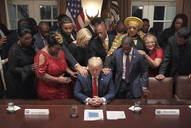 God zegene de president