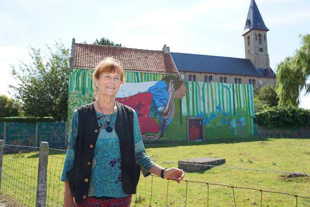 Annie Vanhee fleurt de gevels van Bredene Dorp op met haar muurschilderijen