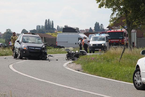 Motorrijder (68) overleden na frontale botsing in Wijtschate