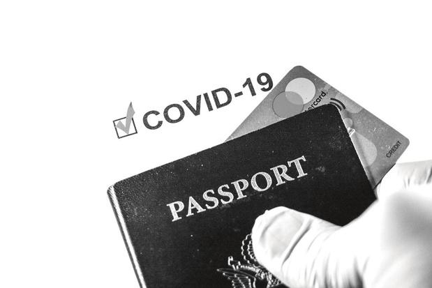 """Passeport vaccinal, pour ou contre? Avantages, inconvénients et dangers d'un """"permis de circuler"""" (débat)"""
