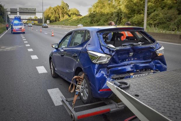 Bizar ongeval op E17 in Kortrijk: ouder koppel stopt te midden rijstrook