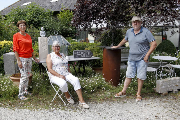 Drie kunstenaars uit regio tonen brons en steen in romantische cottagetuin
