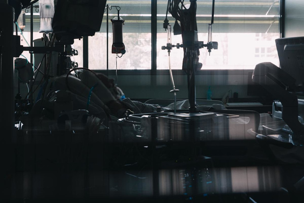 """Plus que 82 lits en soins intensifs : """"Nous ne sommes pas loin du drame dans nos hôpitaux"""""""