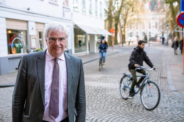 Gouverneur houdt pleidooi om fietshelm te verplichten