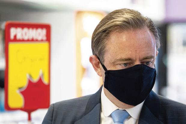 De Wever rejette le port obligatoire du masque à Anvers, mais prône l'obligation d'en avoir toujours un sur soi