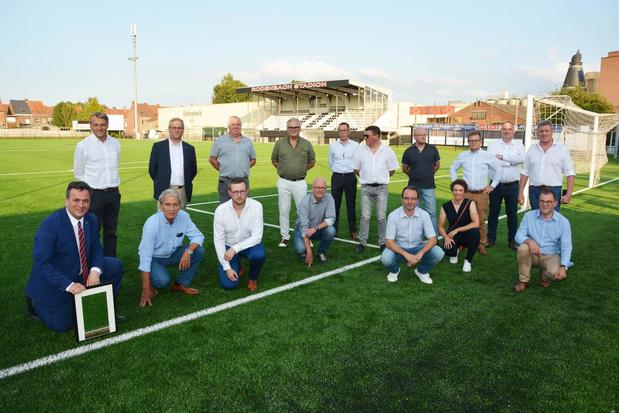 Nieuw kunstgrasveld Rodenbachstadion in Roeselare ingehuldigd