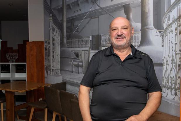 'Free Willy' maakt intrede in Sint-Pietersstraat als patron in 't Kaderke