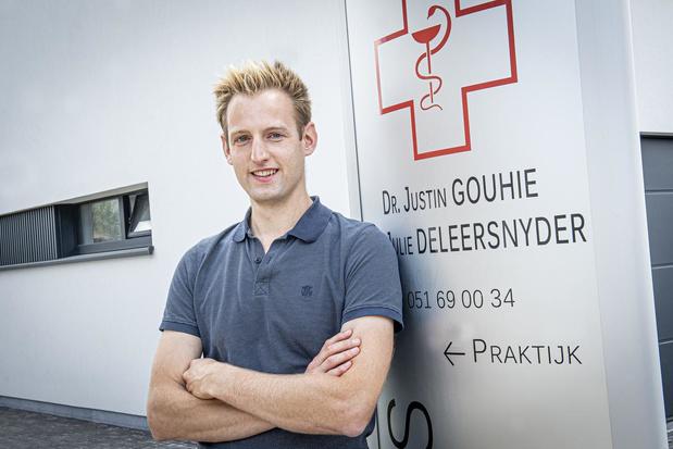 """Huisarts en medisch expert Justin Gouhie: """"Situatie in Roeselare is zeker nog beheersbaar"""""""