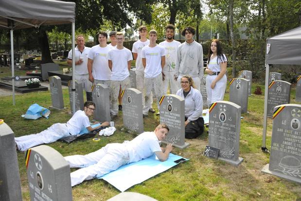 VTI Brugge herstelt oorlogsgraven in Oostkamp