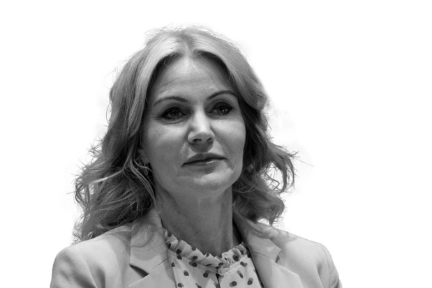 Helle Thorning-Schmidt - Controleert Facebook
