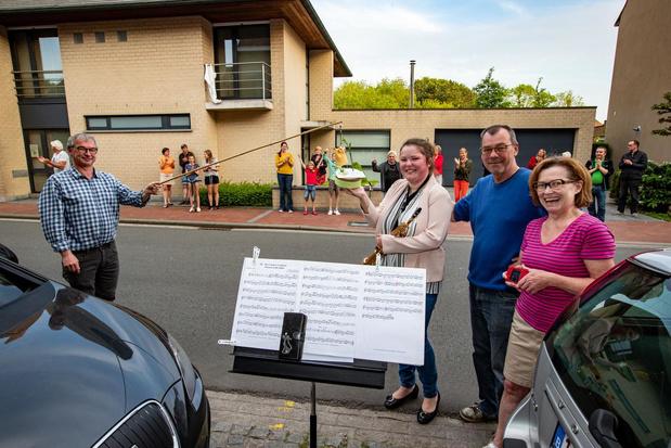 Lichterveldse muzikante luistert applaus al 50 dagen op met muziek