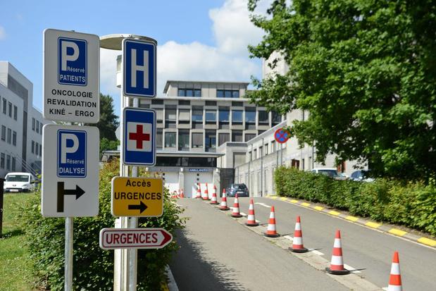 Le chef des urgences de la clinique de Libramont, infecté et assumant un non-port du masque, écarté