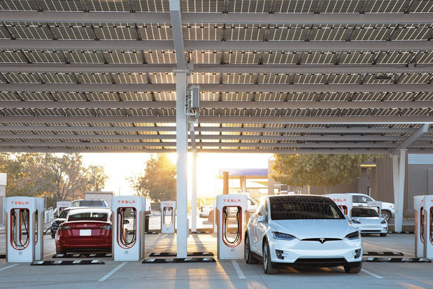 Tesla, Ionity, et les autres: le business naissant de la charge (ultra)rapide