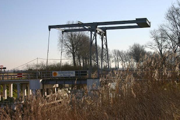 Kellenaarsbrug in Pollinkhove weer open voor verkeer