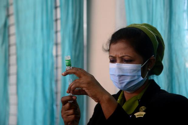Grootste vaccinproducent aan regeringen: 'Ik vraag jullie geduldig te zijn'