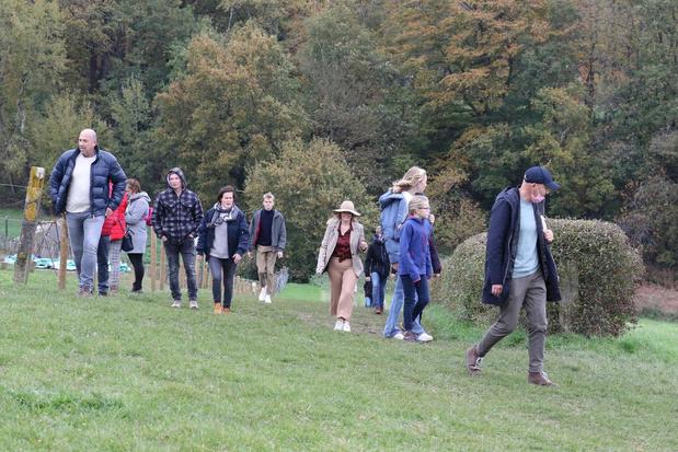 Zacht herfstweer lokt vele wandelaars naar Heuvelland