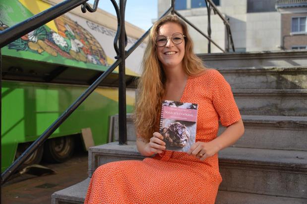 23-jarige Justine Soulliaert stelt eerste kookboek voor