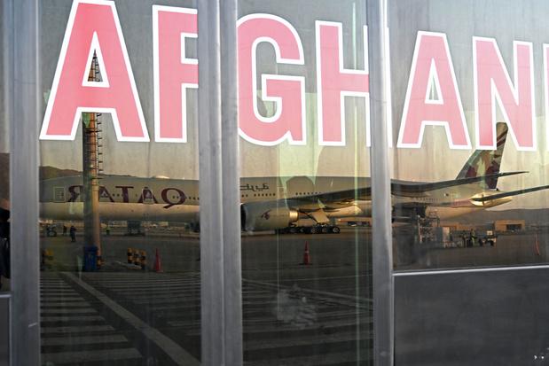 Vliegtuig met geëvacueerde buitenlanders vanuit Kaboel aangekomen in Qatar