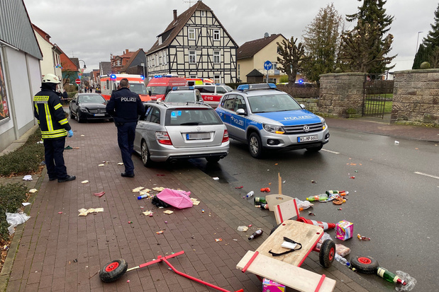 Man rijdt in op carnavalsstoet in Duitsland, 30 gewonden