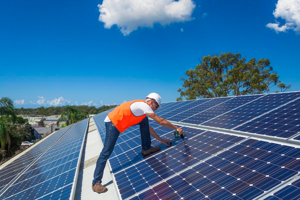 Werkstraf voor installateur zonnepanelen na klap aan vervelende buurman